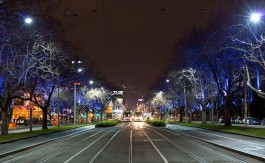 St Kilda Road by Steve Collis @ https://www.flickr.com/photos/swampa/7683094708/