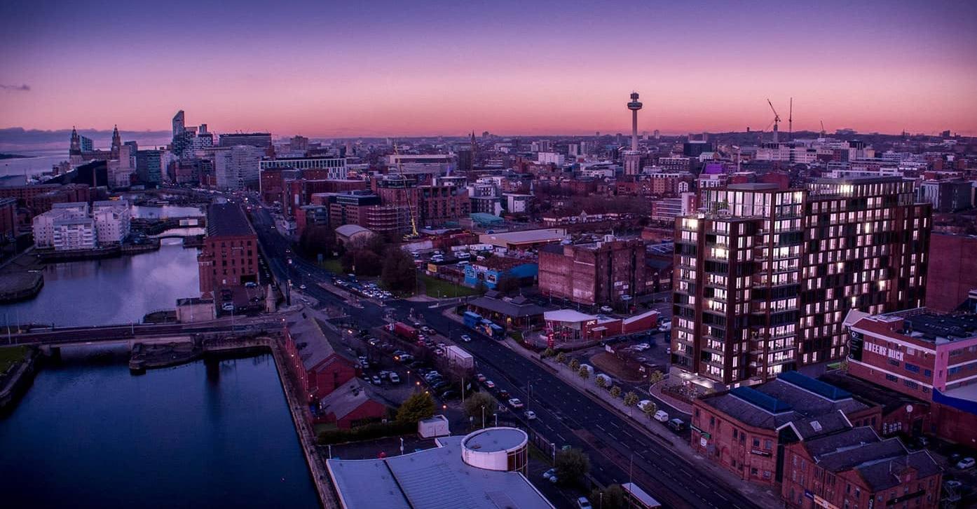 epic-hotel-residence-liverpool-uk-night